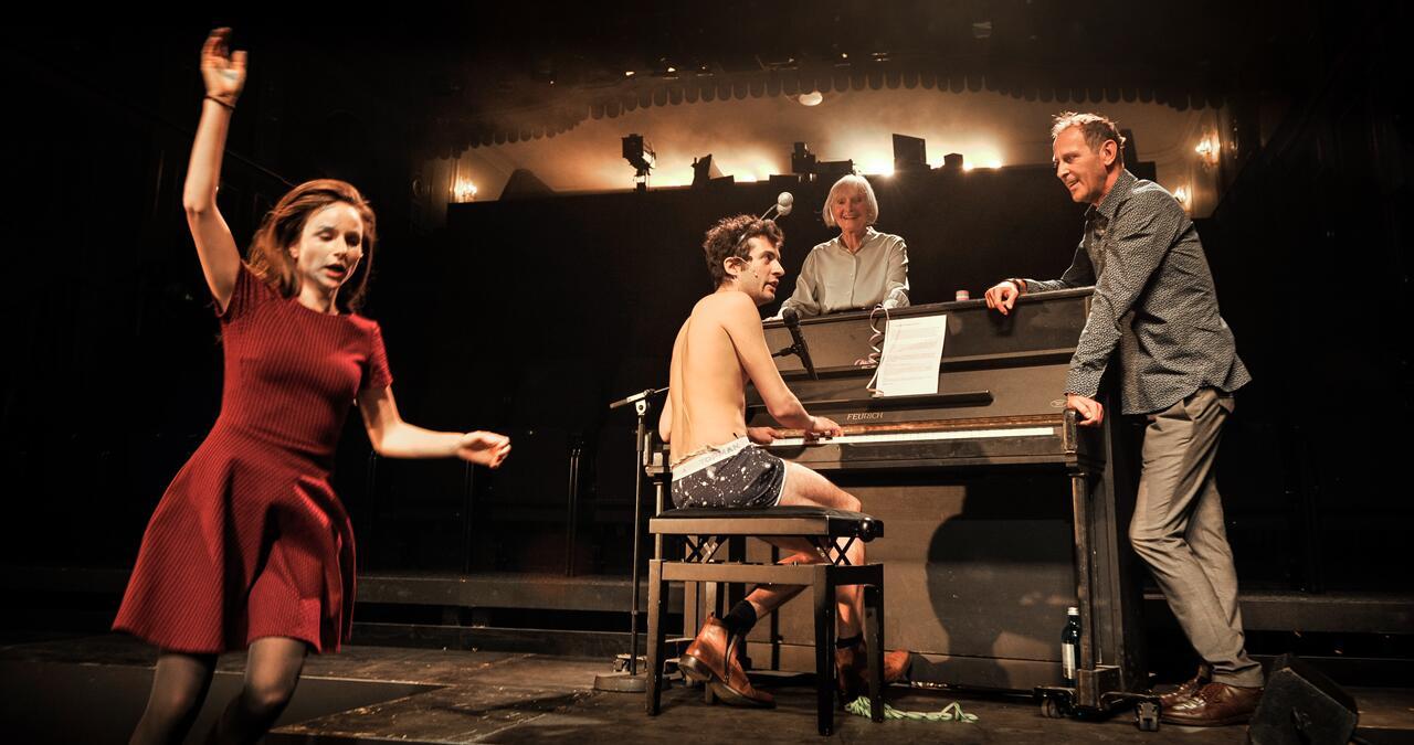 Theater jugendlich nackt picture 65